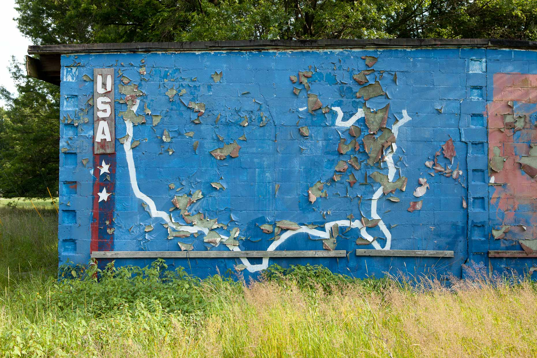 Outline of United States painted on blue wall by David Zaitz